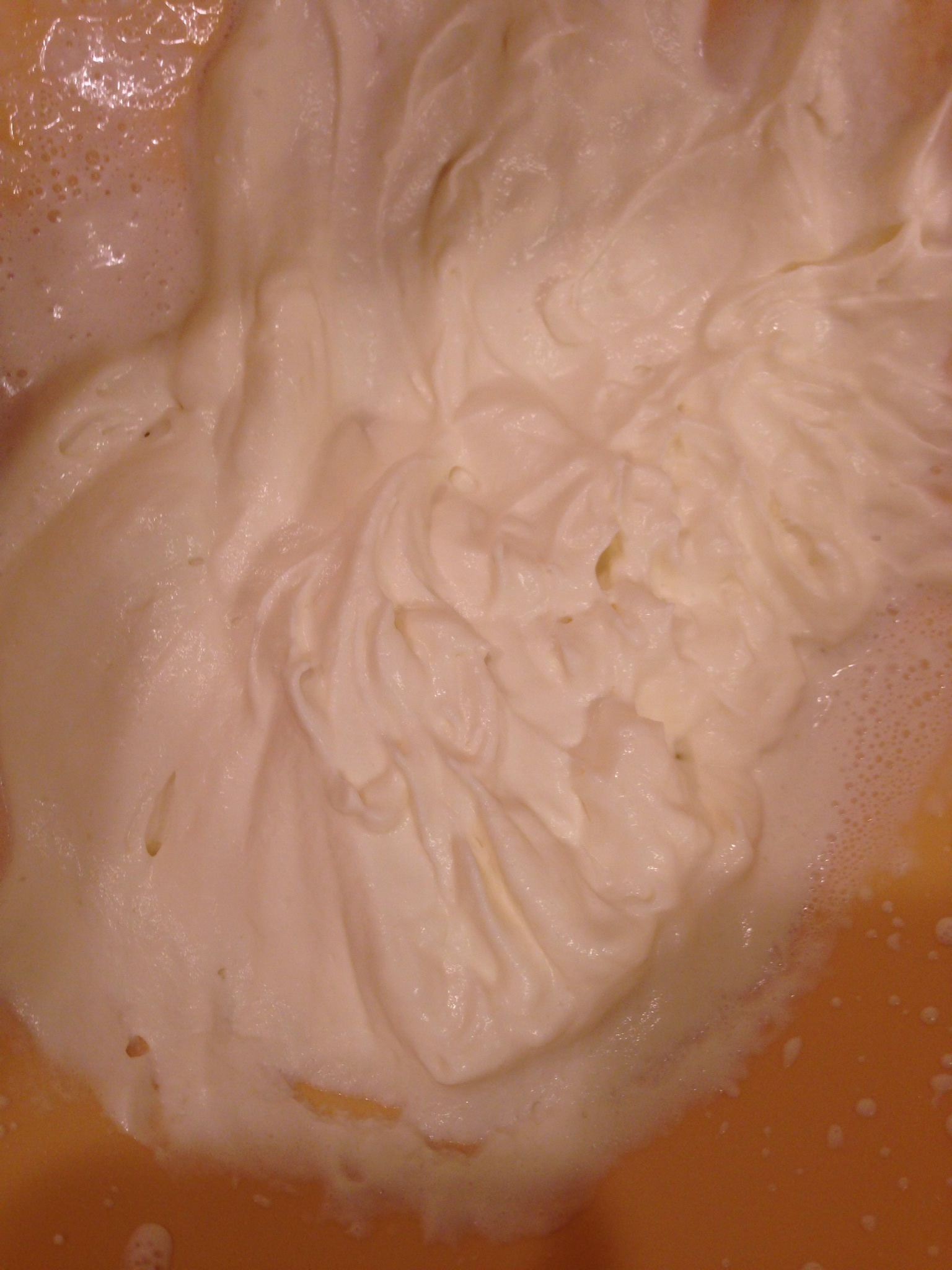 how to make whipped cream with heavy cream by hand